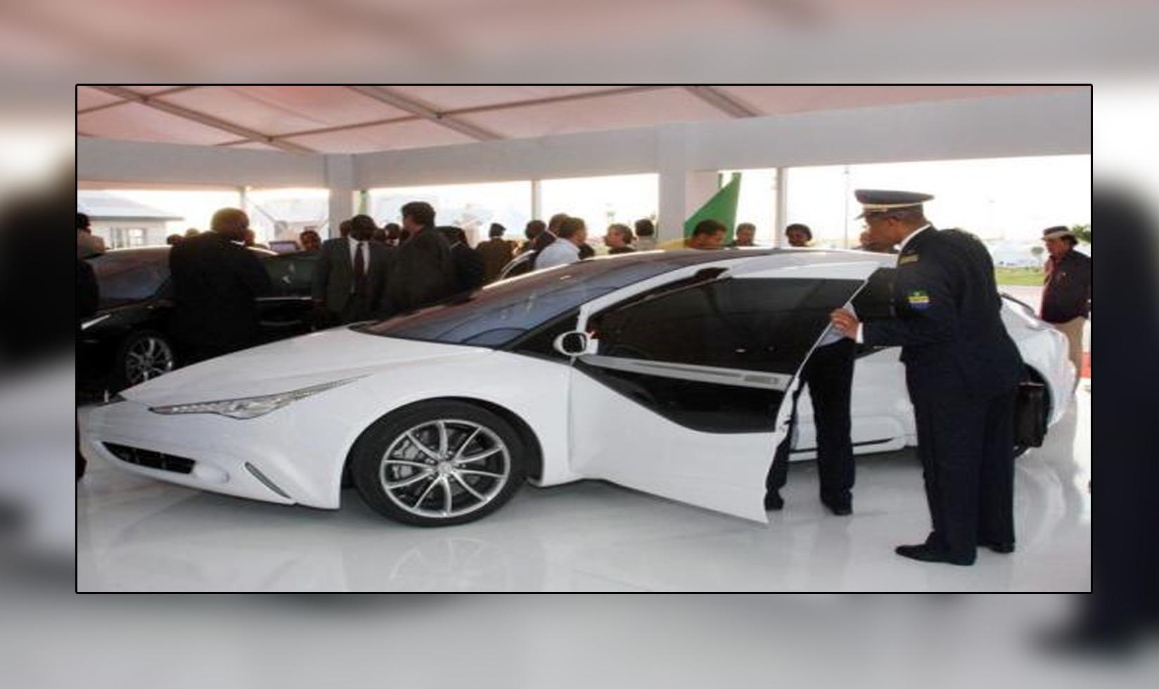 سيارة الزعيم الراحل معمر القذافي